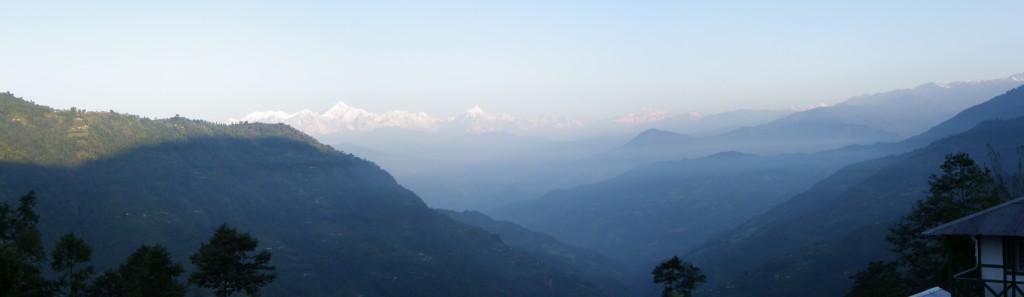 Vue sur la chîne hymalayenne et le mont Kanchanjunga