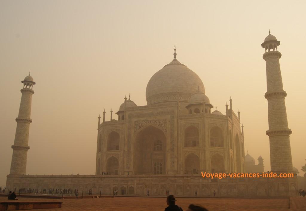 Le Taj Mahal à l'aube.